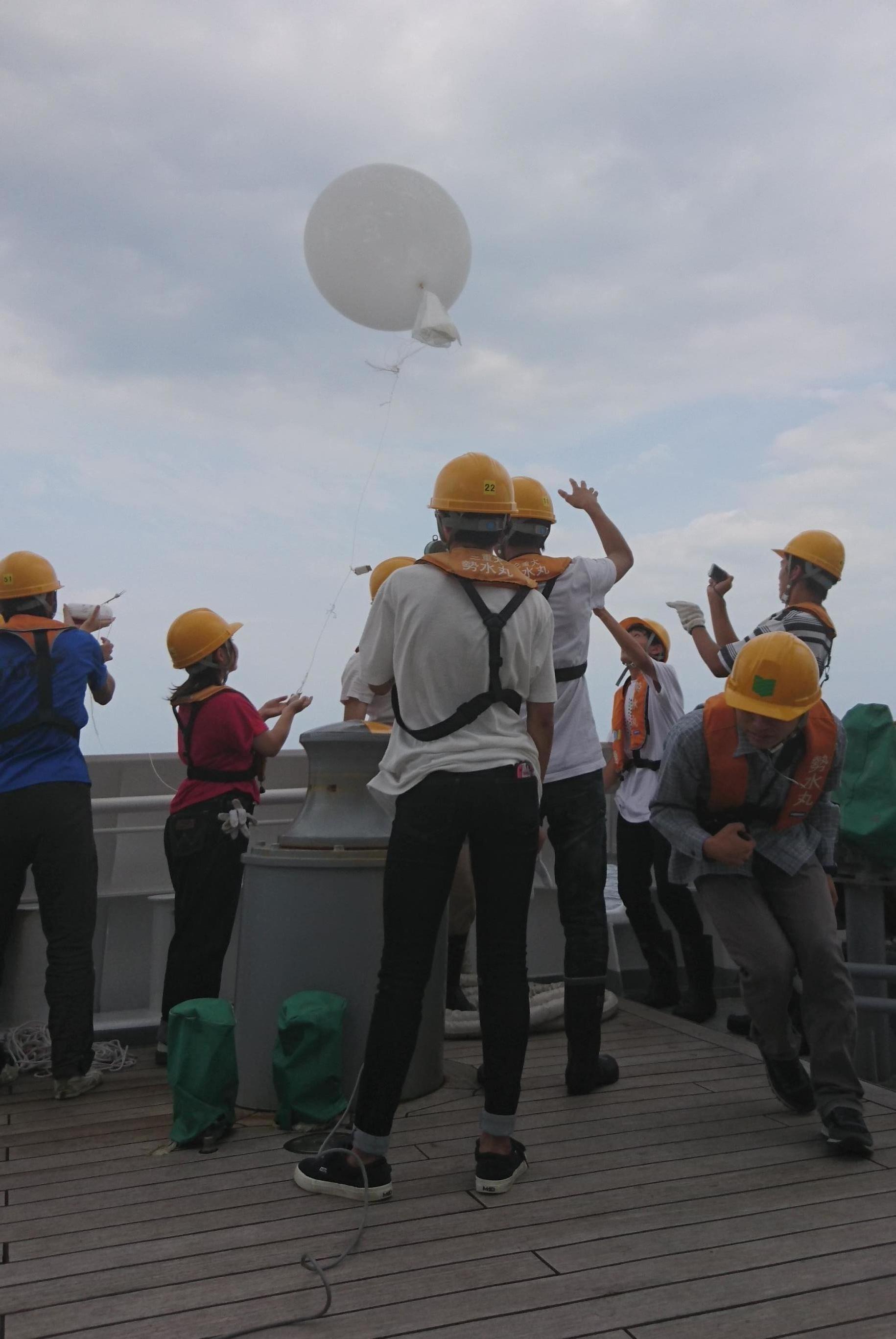 ラジオソンデによる海上大気調査